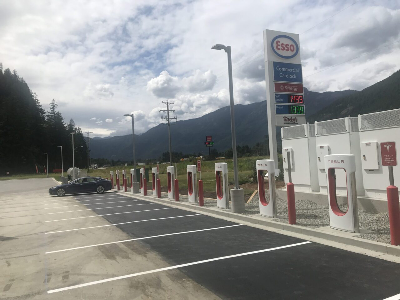 Rickees & Esso west of Hope BC